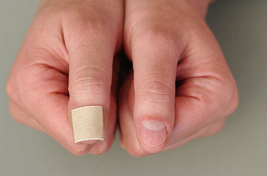 Article on hot to stop nail biting by hypnosis, written by Hypnolight